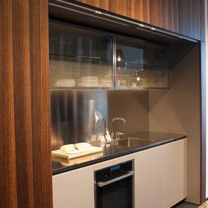Rossana köögimööbel HD23 + pocket-süsteemiga uksed